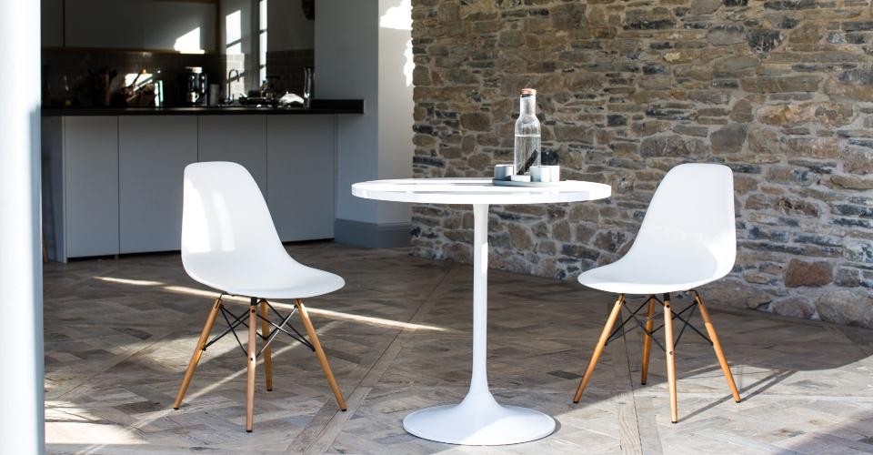 Swan Bistro Table With Gloss White Top & White Pedestal © GillmoreSPACE Ltd