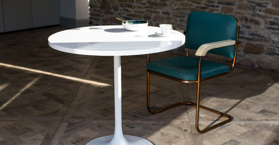Swan Dining Table With Gloss White Top & White Pedestal © GillmoreSPACE Ltd